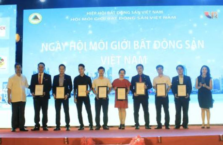 Vinh danh Top 10 san giao dich BDS Xuat sac nhat nam 2016 - Anh 1